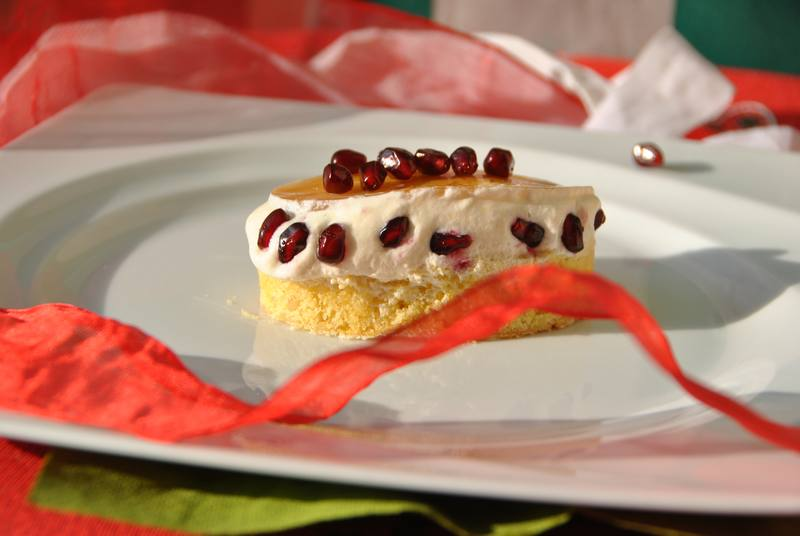 Christmas Recipes Salina: mousse sabayon Malvasia with jelly and pomegranate