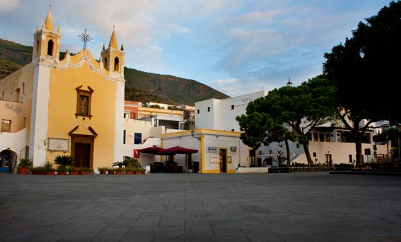 Piazza di Salina - Aeolian Islands